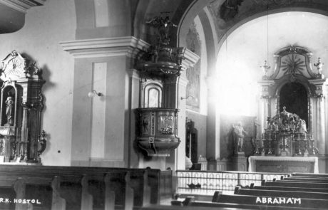 Interiér kostola asi z prelomu 40-50tych rokov