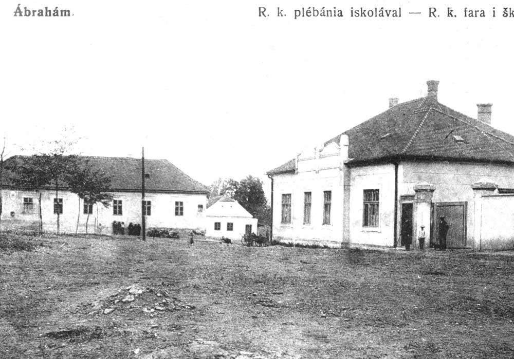 Budova pôvodnej školy a farského úradu