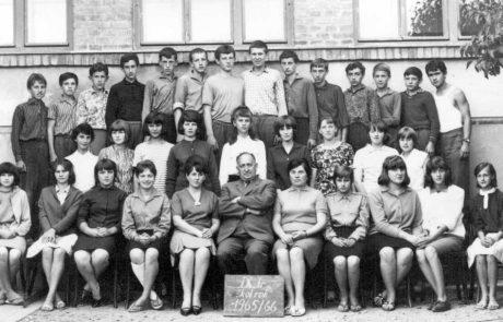 Žiaci 9.ročníka školy z roku 1966