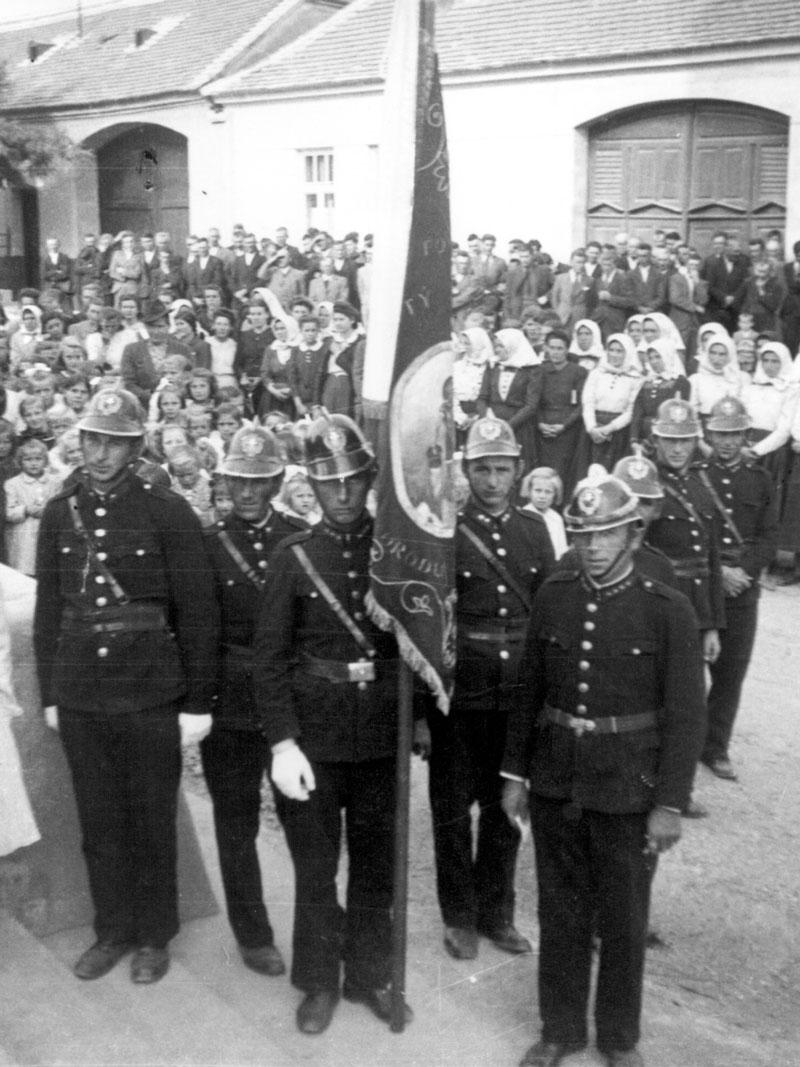 Hasiči pri vítaní nového kňaza 1941, Abrahám