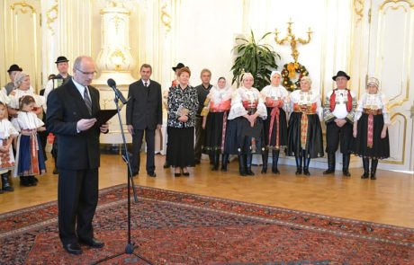 Folklórny súbor Jatelinka z Abrahámu u prezidenta SR