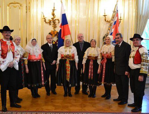 Folklórny súbor Jatelinka u prezidenta