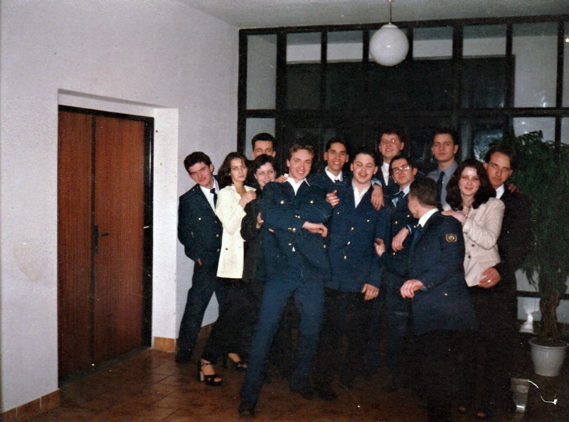 Organizátori plesu v roku 1999