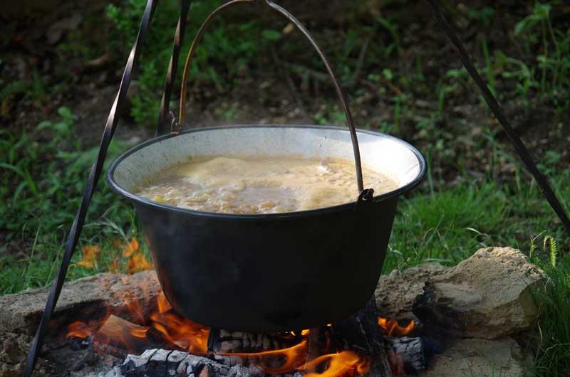 Abrahámsky kotlík 2019 - varenie guľášu